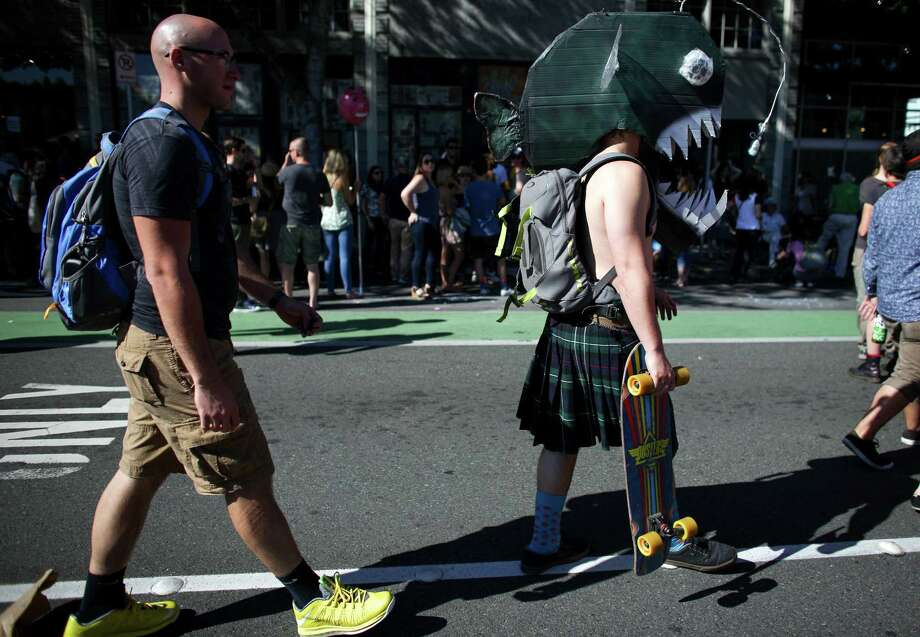 People walk along the parade route. Photo: JOSHUA TRUJILLO, SEATTLEPI.COM / SEATTLEPI.COM