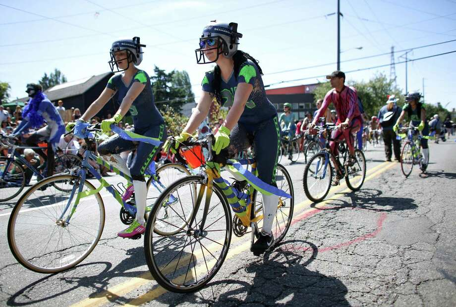 Painted cyclists ride the route. Photo: JOSHUA TRUJILLO, SEATTLEPI.COM / SEATTLEPI.COM