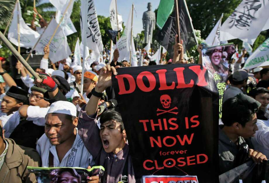 "Muslim protesters shout ""Allahuakbar"" (God is great) during a rally supporting the closing of Dolly red-light district in Surabaya, East Java, Indonesia, Wednesday, June 18, 2014. The government has shut down a red-light district in Indonesia's second largest town amid protests by pimps and sex workers as well as dependents. Photo: Dita Alangkara, AP  / AP2014"