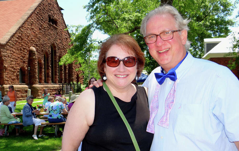 Rev. David Spollett and wife Geri at the picnic celebration of his 30 years of service at First Church Congregational on Sunday. Photo: Mike Lauterborn / Fairfield Citizen