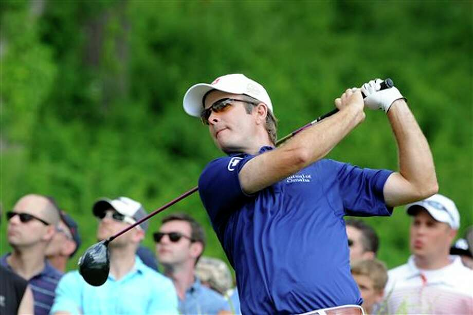 Kevin Streelman watches his drive on the 18th hole during the final round of theTravelers Championship golf tournament in Cromwell, Conn., Sunday, June 22, 2014. Streelman  finished his round with seven straight birdies to win the tournament at  15-under par. (AP Photo/Fred Beckham)