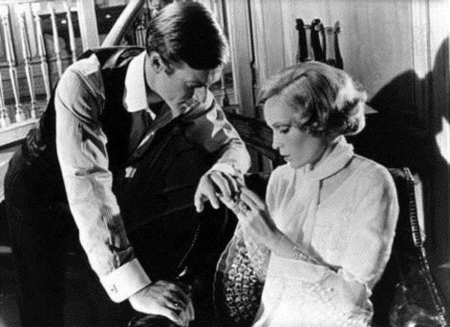 "Robert Redford and Mia Farrow in ""The Great Gatsby"" -- a combination of doomed love and love as exemplifying the social context. Photo: Paramount 1974, Collection Christophel / Collection Christophel"