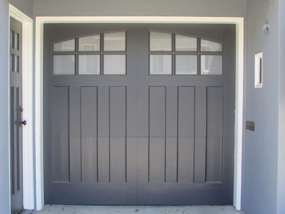 Garage door in the Marina Photo: Will Hearst