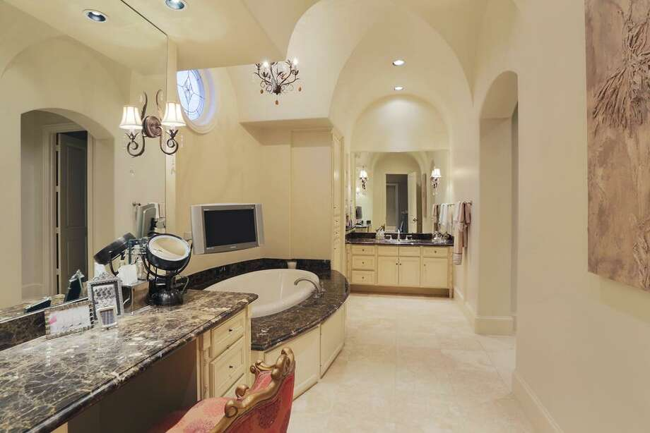 Former Houston Texans quarterback Matt Schaub has listed his beautiful Houston home for $4.29 million. Photo: Houston Association Of Realtors