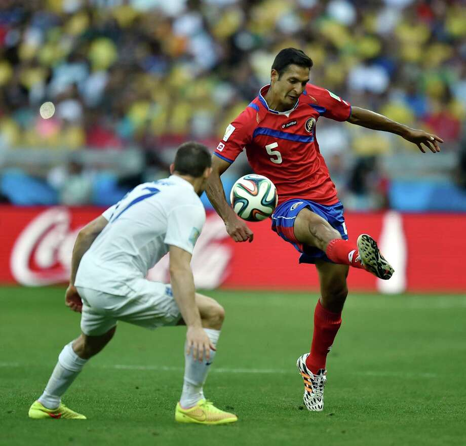 Costa Rica's Celso Borges, right, controls the ball past England's Jack Wilshere during the group D World Cup soccer match between Costa Rica and England at the Mineirao Stadium in Belo Horizonte, Brazil, Tuesday, June 24, 2014. (AP Photo/Martin Meissner) Photo: Martin Meissner, Associated Press / AP
