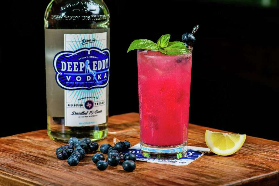 Red, White & Blue Betty is a Fourth of July cocktail made with Deep Eddy Vodka. Photo: Deep Eddy Vodka / © 2013 John Pesina