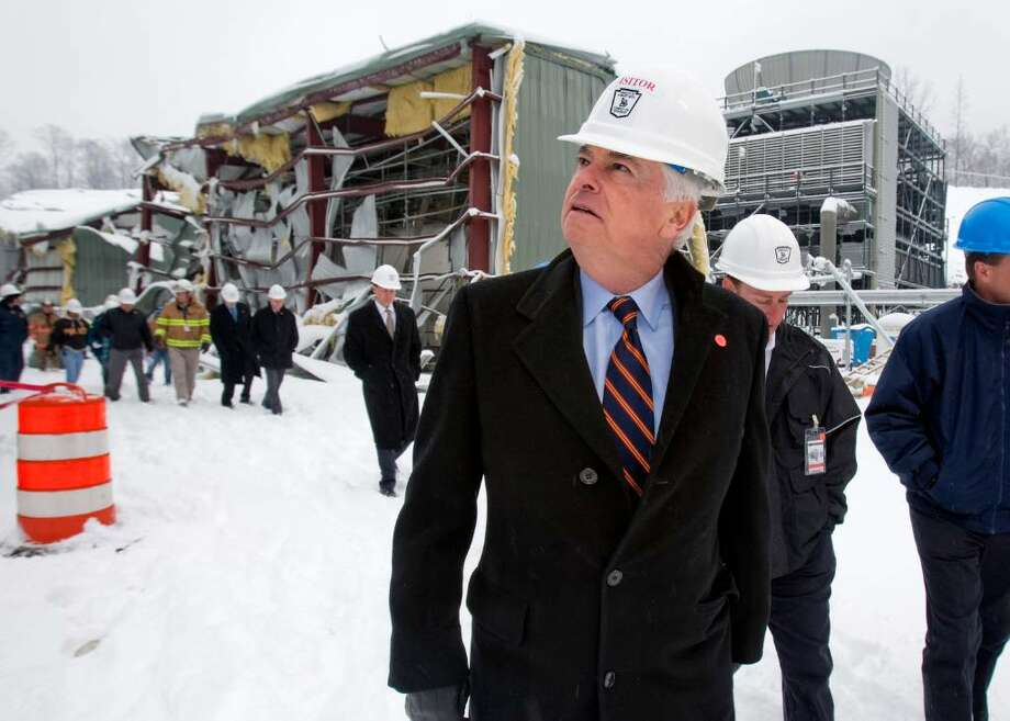 Sen. Christopher Dodd, D-Conn, right, tours the Kleen Energy Plant with officials in Middletown, Conn., on Tuesday, Feb. 16, 2010. Dodd toured the Kleen Energy plant, where five people died in an explosion in Middletown, Conn., on Sunday, Feb. 7, 2010. (AP Photo/Thomas Cain) Photo: Thomas Cain, AP / FR170131 AP