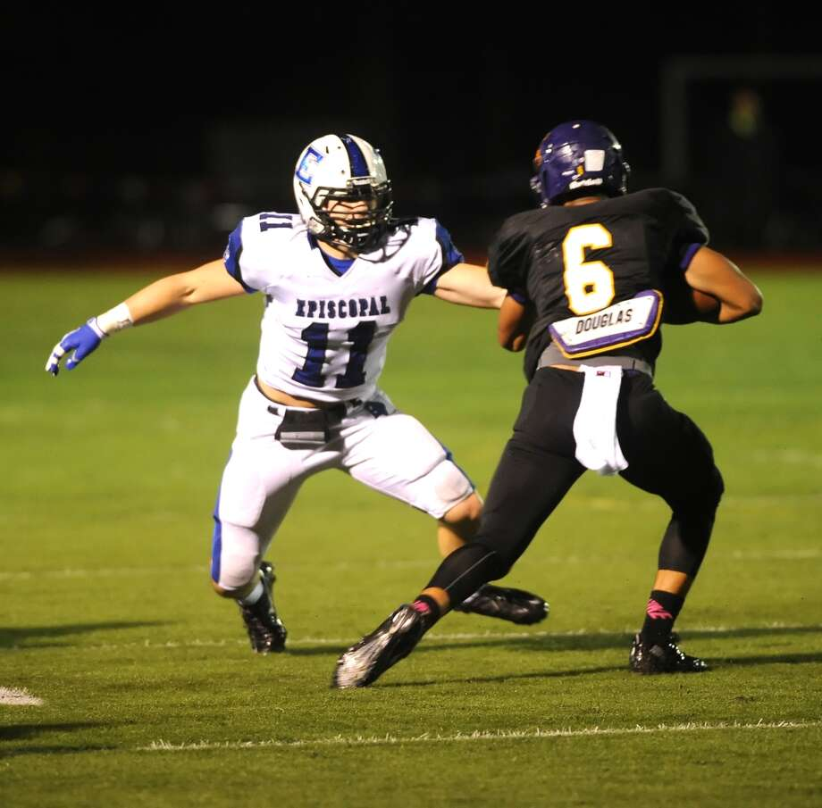 Episcopal visited Kinkaid for a football game 10-18-13. Kinkaid won the game 20-10. Right, Kinkaid's Jacob Mathews (6) puts a move on Episcopal's Trey Horne (11) and found open field running. Photo: Eddy Matchette, Freelance / Freelance