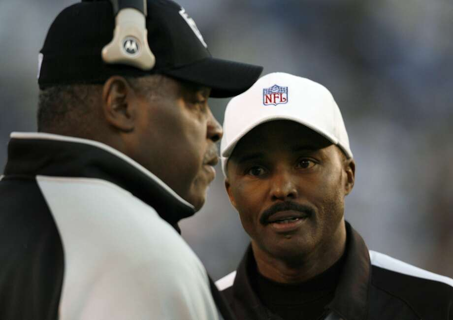 Referee Mike Carey talks to head coach Art Shell during a timeout in the fourth quarter of the Oakland Raiders vs. San Diego Chargers game at Qualcomm Stadium in San Diego, Calif. on Sunday, Nov. 26, 2006. San Diego beat Oakland 21-14. PAUL CHINN/The Chronicle **Mike Carey, Art Shell Ran on: 11-27-2006 San Diego's Vincent Jackson comes down with a 13-yard catch before the controversial flip that was finally ruled an incomplete forward pass. Ran on: 11-27-2006 San Diego's Vincent Jackson comes down with a 13-yard catch before the controversial flip that was finally ruled an incomplete forward pass. Photo: Paul Chinn, SFC
