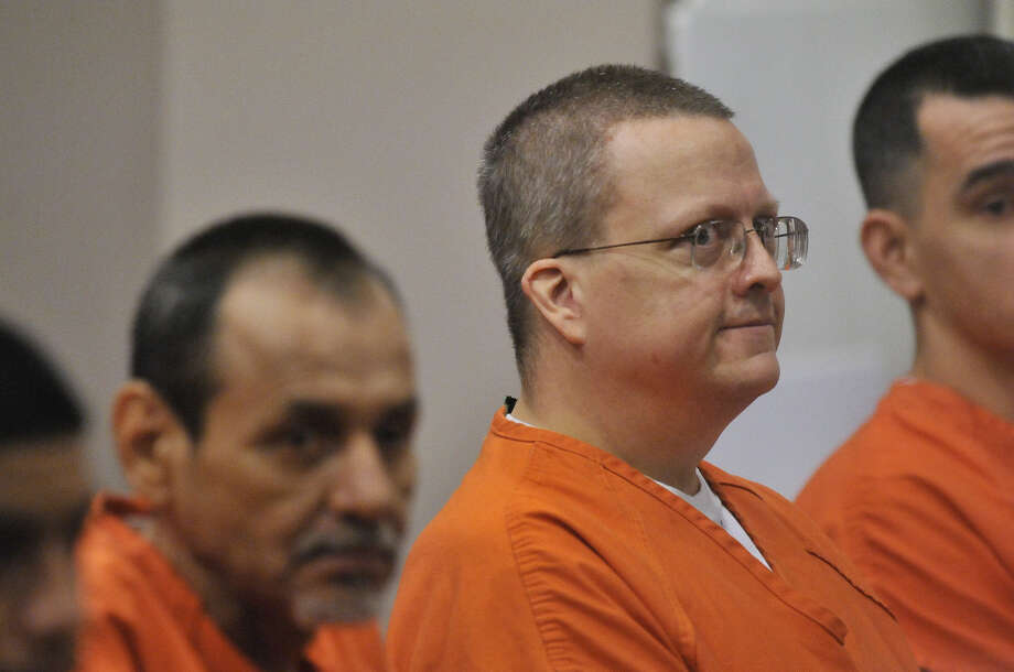 An attorney for Jon Thomas Ford (center), who was convicted in 2012 in the strangulation death of his ex-girlfriend, Dana Clair Edwards, said her client deserves a new trial. Photo: ROBIN JERSTAD, SPECIAL TO THE EXPRESS-NEWS / SAN ANTONIO EXPRESS-NEWS