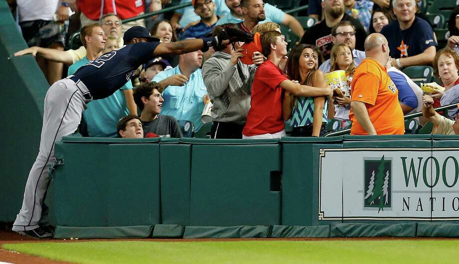 Even the long reach of Braves right fielder Jason Heyward isn't enough to reach a foul ball hit by Astros second baseman Jose Altuve during the first inning Tuesday night. Photo: Karen Warren, Staff / © 2014 Houston Chronicle