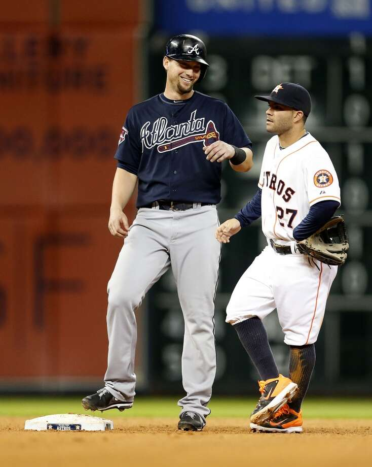 Braves third baseman Chris Johnson (23) chats with Astros second baseman Jose Altuve (27) at second. Photo: Karen Warren, Houston Chronicle