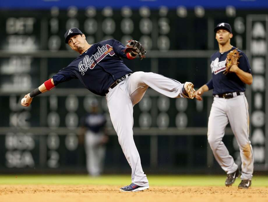 Braves second baseman Ramiro Pena (14) makes a throwing error to first. Photo: Karen Warren, Houston Chronicle