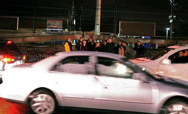 Metro-North passengers wait for rides as cars zip through the parking lot at the Fairfield Train Station Thursday Jan. 28, 2010. Photo: Autumn Driscoll / Connecticut Post