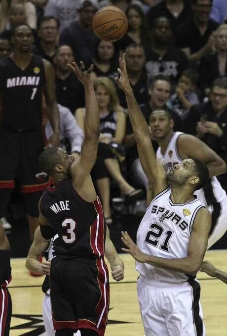 The Spurs' Tim Duncan attempts to block a shot by the Heat's Dwyane Wade in Game 5. Duncan started slow, but finished with 14 points and eight rebounds in the Finals-clinching victory. Photo: Kin Man Hui / San Antonio Express-News / ©2014 San Antonio Express-News