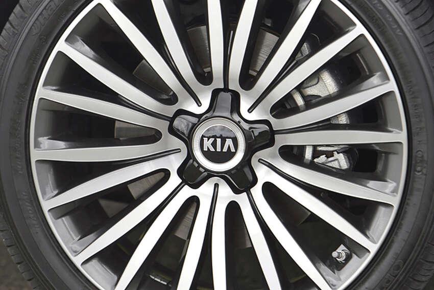 2014 Kia Cadenza (photo courtesy Kia)