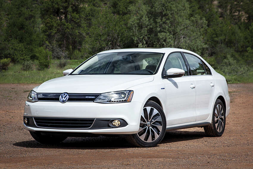 2014 Volkswagen Jetta Hybrid SEL (photo courtesy of Volkswagen of America)