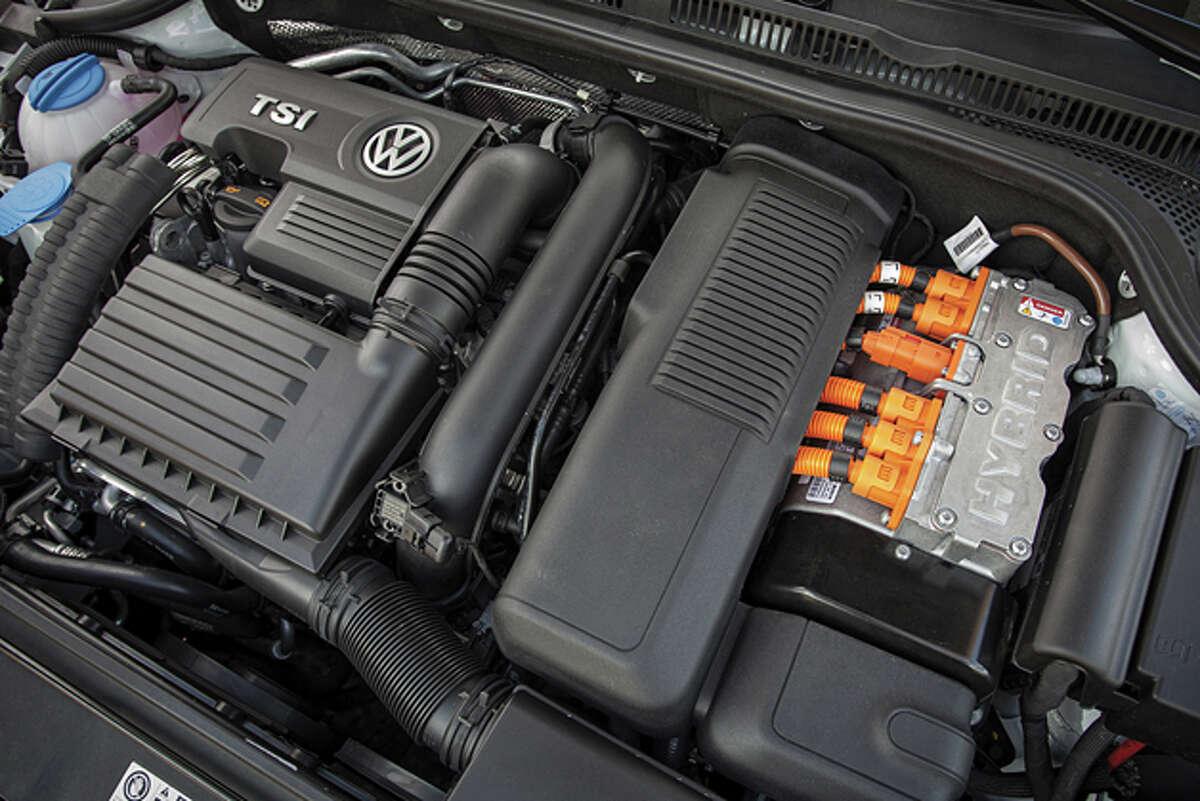 2014 Volkswagen Jetta Hybrid SEL (photo courtesy of Volkswagen of America)