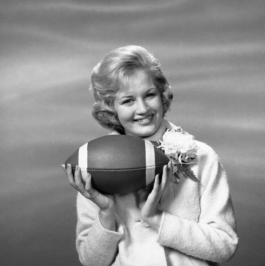 """Diane Sawyer, 18, strikes a pose as """"America's Junior Miss"""" in 1963, before reigning over a """"Senior Bowl"""" festivity in Mobile, Alabama. Photo: Anonymous, AP / AP1963"""