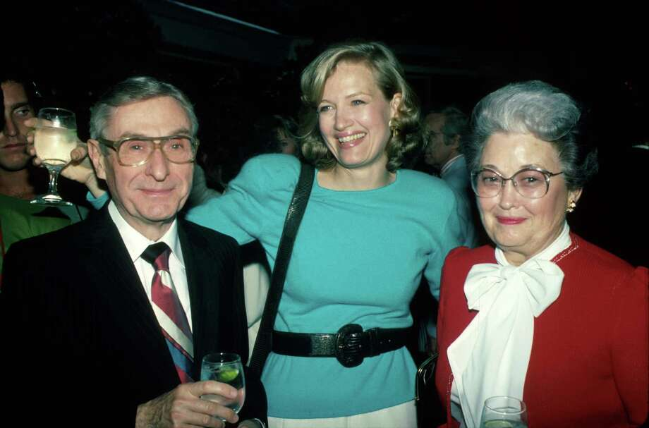 Diane Sawyer, 1988. (Getty's caption said Sawyer is standing with her parents, who are unnamed).  Photo: Time Life Pictures, Getty Images / Time Life Pictures