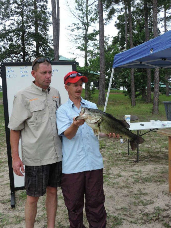Bob Gary brought in the biggest bass of the tournament to win 1st place with 7.67 lbs