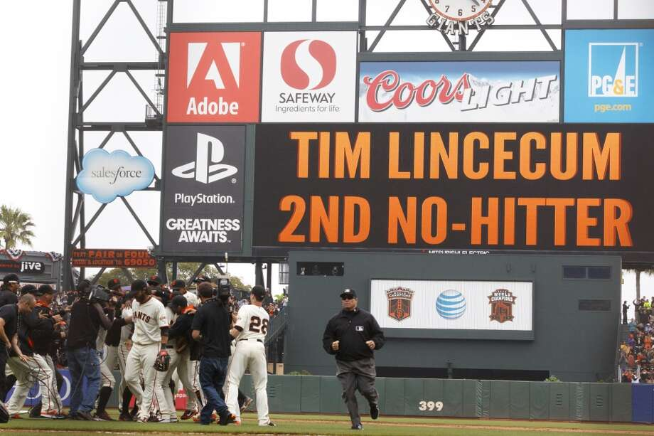 Tim Lincecum is congratulated by teammates after the game against the San Diego Padres at AT&T Park on June 25, 2014 in San Francisco, California. Photo: Jason O. Watson, Getty Images