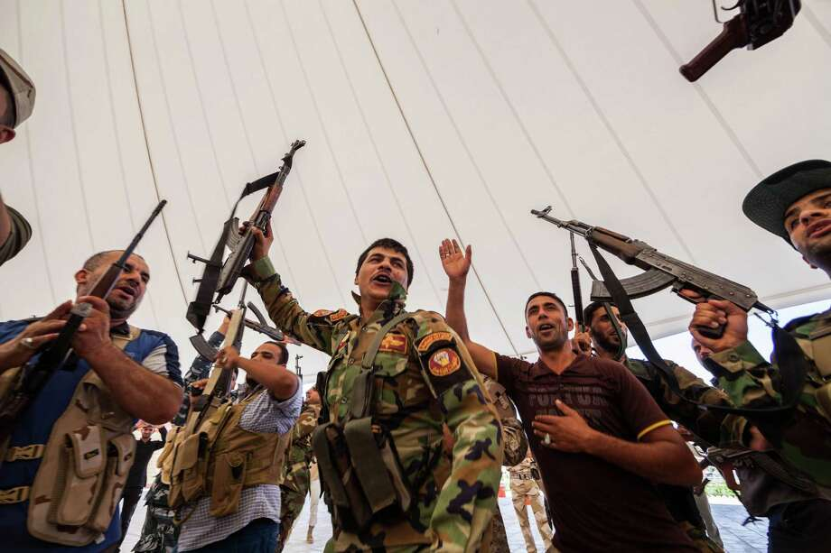 An Iraqi volunteer force chant slogans against the al-Qaida-inspired Islamic State of Iraq and the Levant during training in the Shiite holy city of Karbala, 50 miles (80 kilometers) south of Baghdad, Iraq, Wednesday, June 25, 2014, after authorities urged Iraqis to help battle insurgents. Photo: Ahmed Al-Husseini, Associated Press / AP