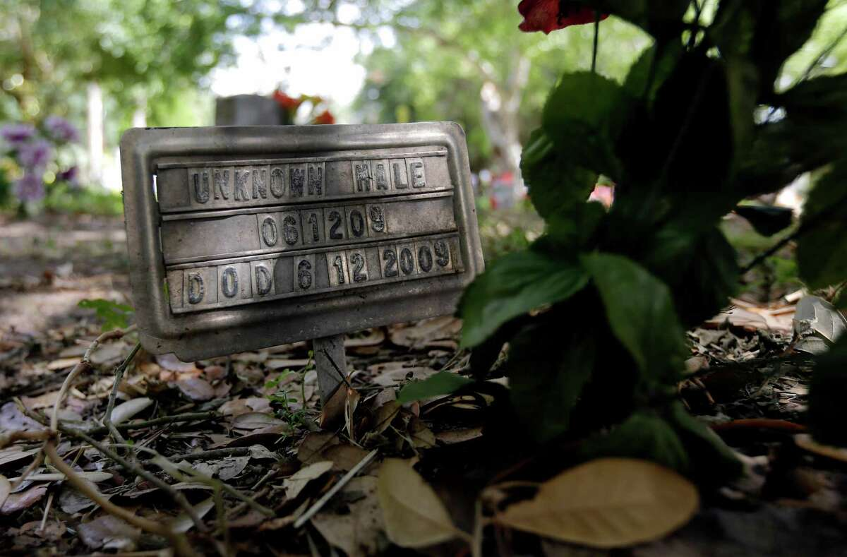 """A marker with """"Unknown Male"""" marks the grave of an unidentified immigrant, Wednesday, June 25, 2014, at a cemetery in Falfurrias, Texas. Officials in Brooks county have voted unanimously to move forward with a preliminary inquiry into the mishandled burials of unidentified immigrants who perished over the years on their way north.(AP Photo/Eric Gay)"""