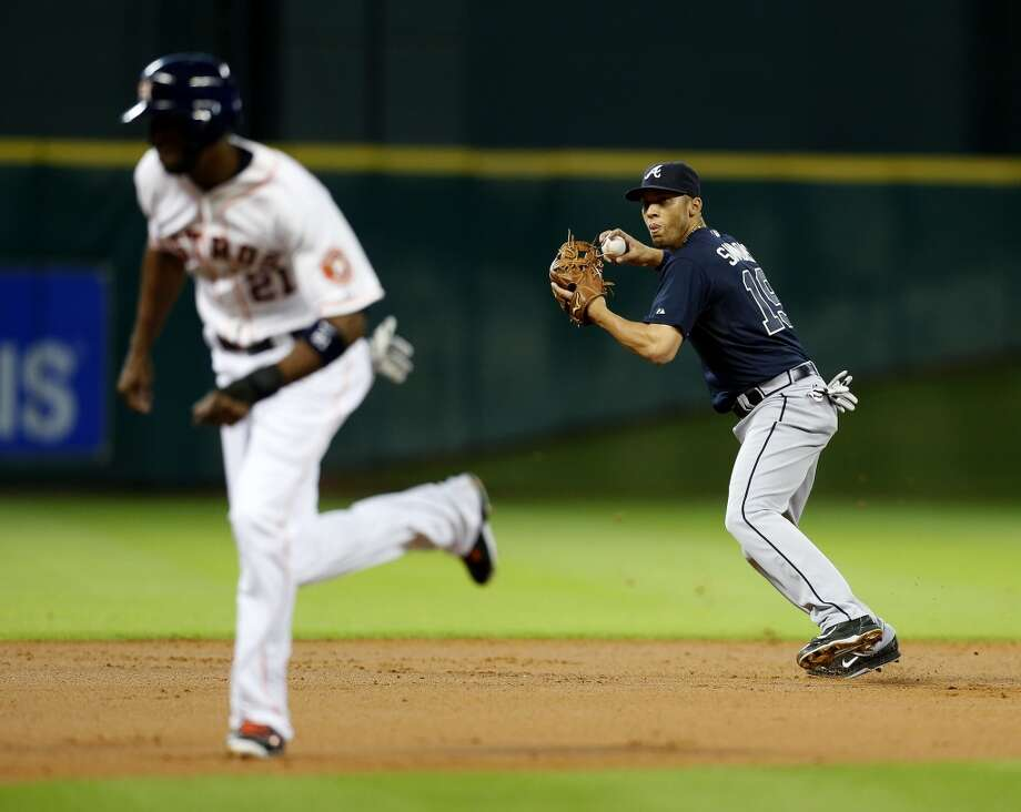 Braves shortstop Andrelton Simmons  makes the throw to third to force out Astros center fielder Dexter Fowler (21) during the first inning. Photo: Karen Warren, Houston Chronicle