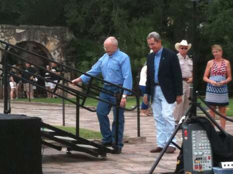 Phil Collins arrives at the Alamo for the presentation. Photo: Scott Huddleston/San Antonio Express-News
