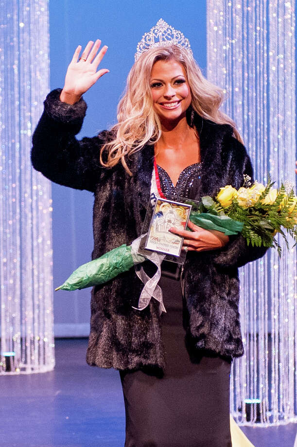 Mrs. Texas United States 2014. She's moved to Oklahoma. Photo: Laurel Austin Studio / © Laurel Austin Studio