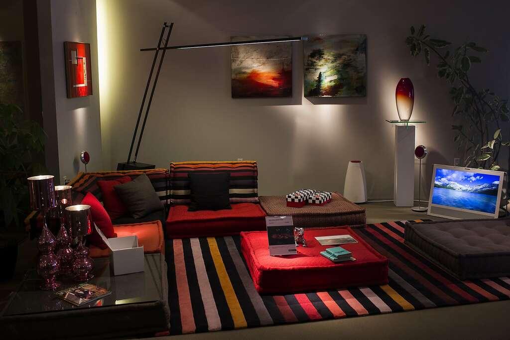 Exceptional At Roche Bobois, Above, A Mah Jong Modular Sofa Designed By  Hans Hopfer