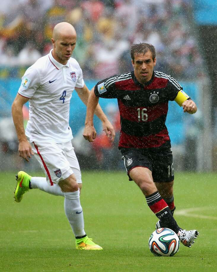 Philipp Lahm of Germany controls the ball against Michael Bradley of the United States during the 2014 FIFA World Cup Brazil group G match between the United States and Germany at Arena Pernambuco on June 26, 2014 in Recife, Brazil. Photo: Robert Cianflone, Getty Images