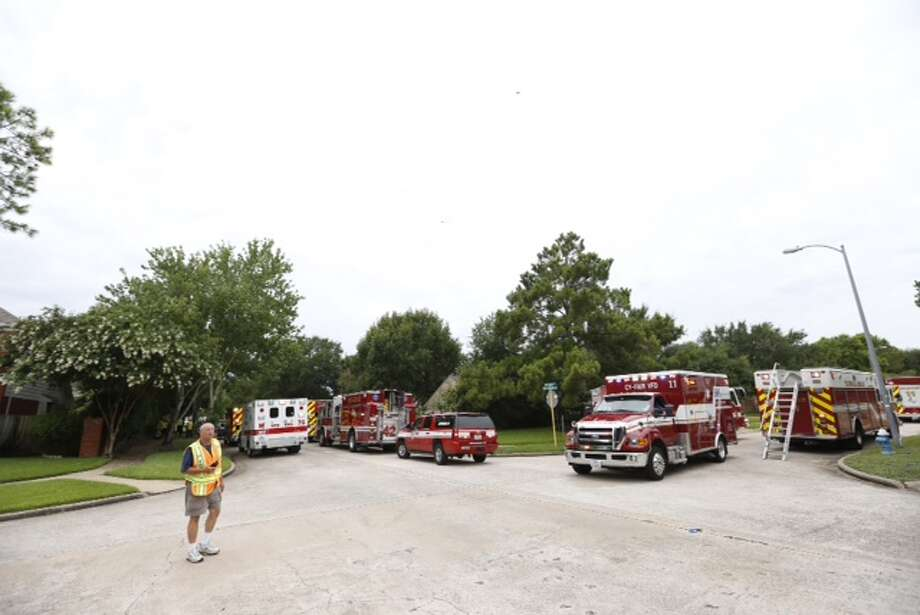 Rescuers Thursday afternoon rushed to a residential area in west Harris 