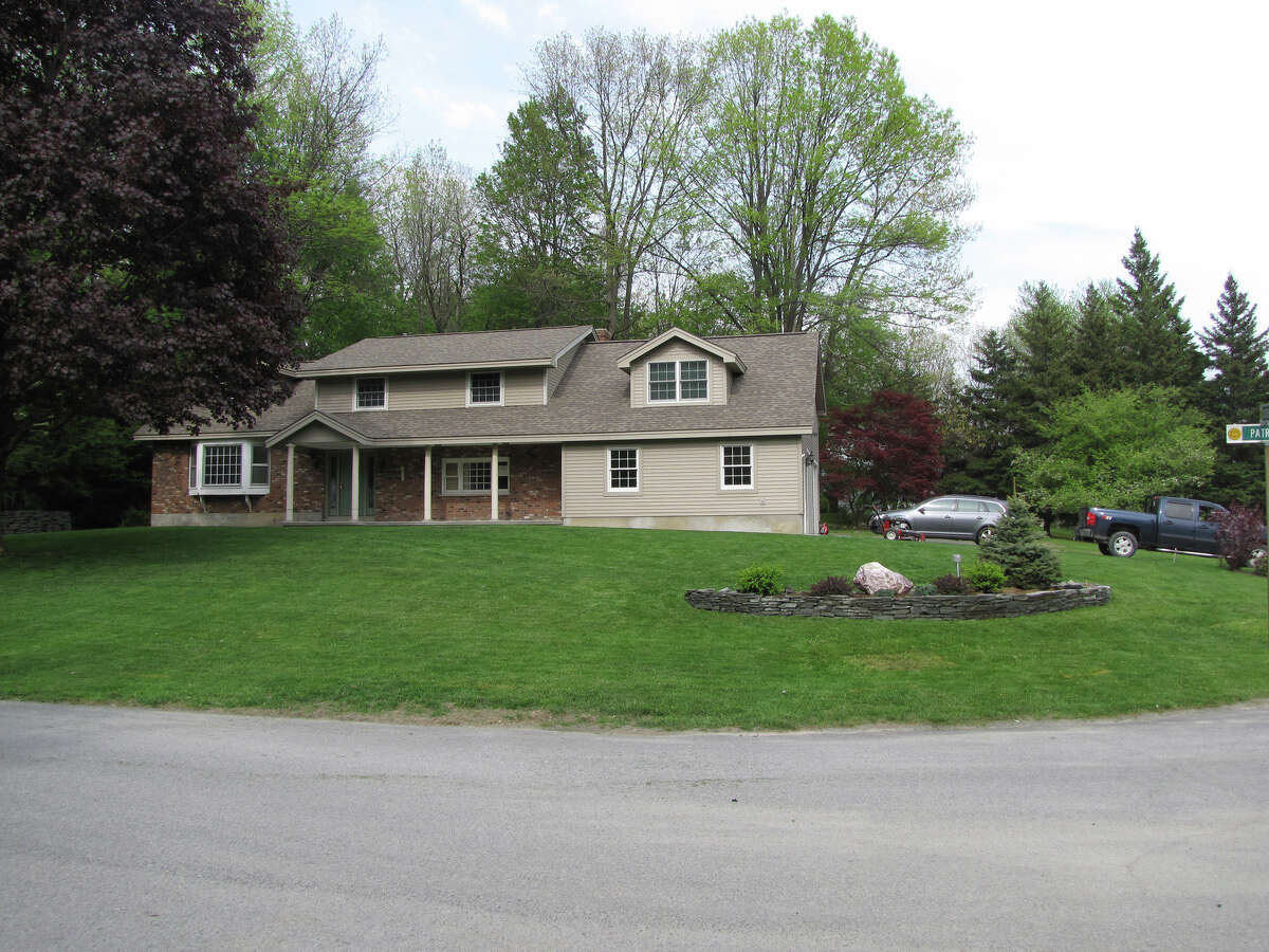 House of the Week: 21 Patroon Place, Clifton Park | Realtor: Kristina Miller of Coldwell Banker Prime Properties | Discuss: Talk about this house