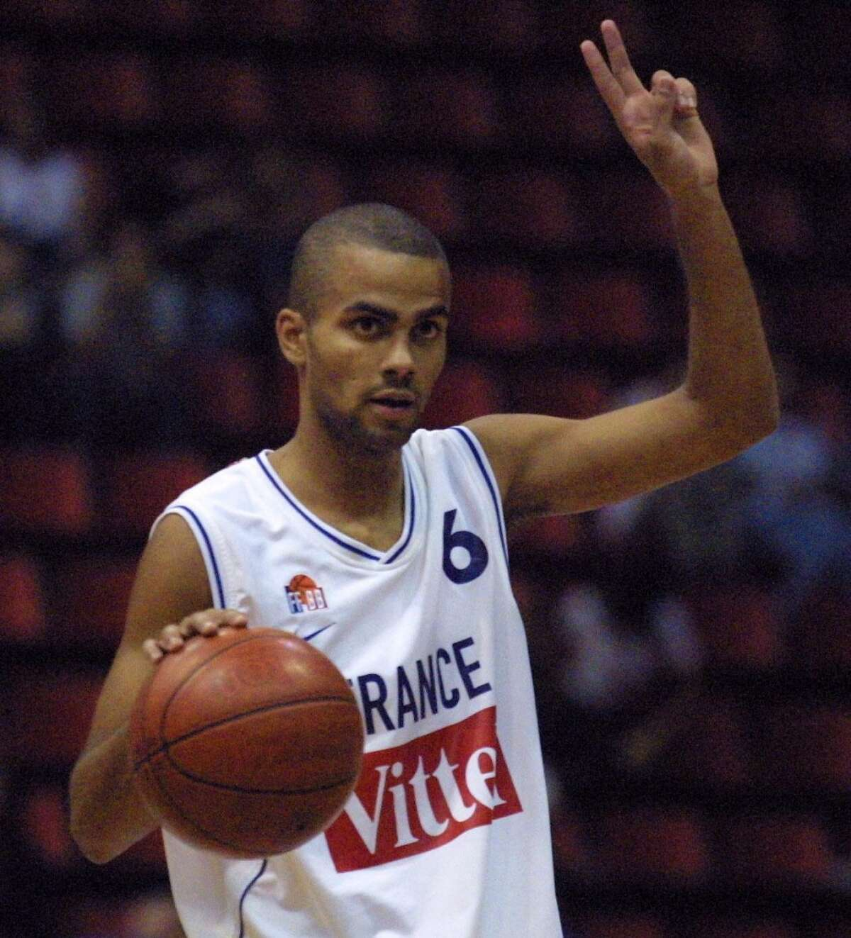 2.Before being drafted by the Spurs, Parker played in the French basketball league for two years.
