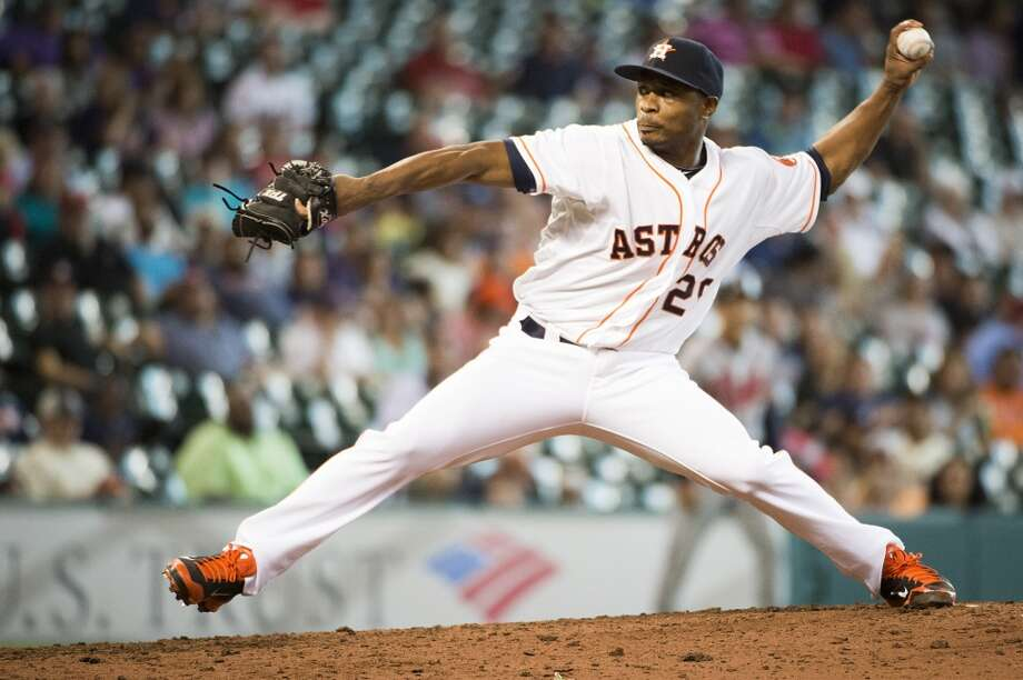 Astros relief pitcher Tony Sipp delivers during the ninth inning. Photo: Smiley N. Pool, Houston Chronicle