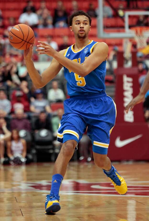 Kyle Anderson #5 of the UCLA Bruins looks to pass against the Washington State Cougars during the game at Beasley Coliseum on March 8, 2014 in Pullman, Washington. Photo: William Mancebo, Getty Images