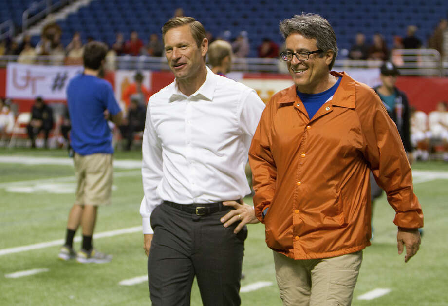 Aaron Eckhart (left) and director Angelo Pizzo,  June 26, 2014 on set in the Alamodome during the filming of My All American, a film about former University of Texas (UT) football player Freddie Steinmark. Eckhart plays UT Longhorns head coach Darrell Royal in the film. Photo: Alma E. Hernandez, Alma E. Hernandez / For The San