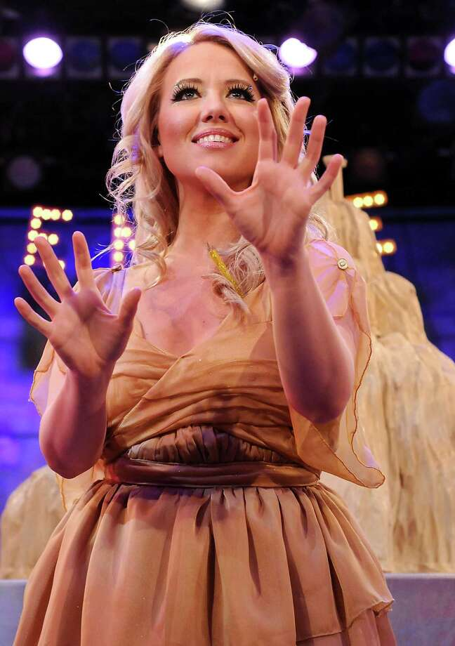 "Holland Vavra stars as Kira in ""Xanadu."" Photo: Dave Rossman, Freelance / © 2014 Dave Rossman"