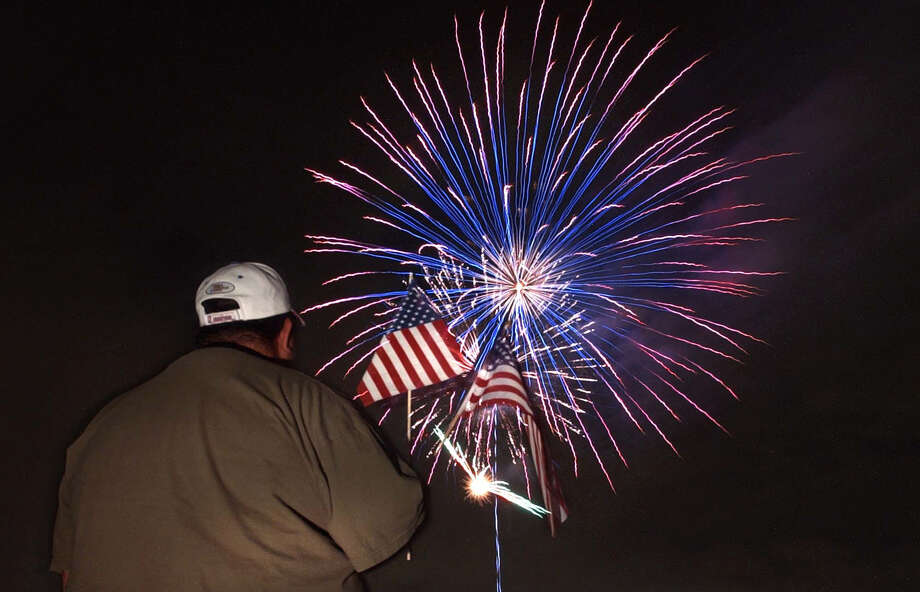 Celebrate the Fourth of July with an all-day party at Woodlawn Lake that culminates with a fireworks display. Photo: Express-News File Photo / San Antonio Express-News