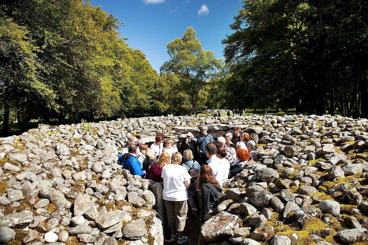 Though the Clava Cairns appear to be just some giant piles of rocks, they are actually Neolithic burial chambers dating from 4,000 years ago. az100805sc-493.jpg