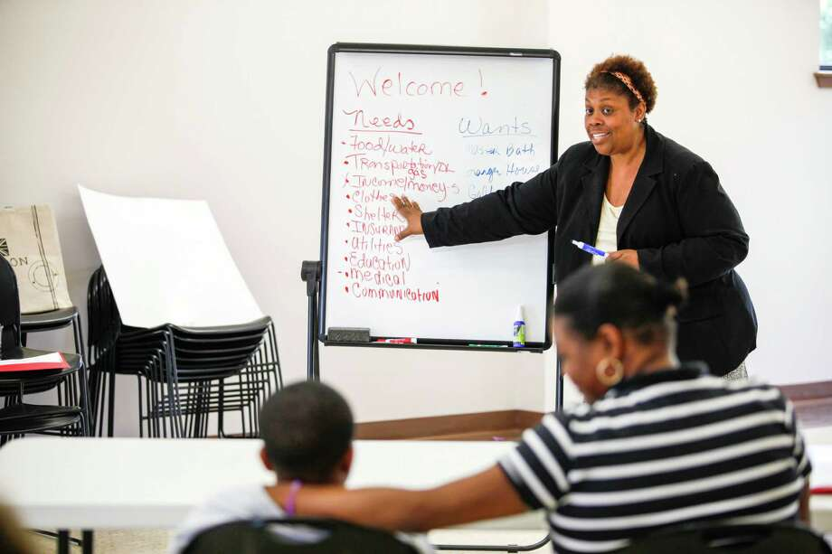 Glenda Kizzee teaches a financial education workshop at the newly-opened community center on Angel Lane. Residents are thrilled with the new center. Photo: Eric Kayne / Eric Kayne