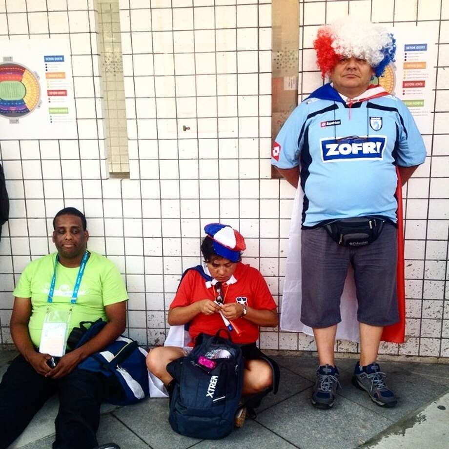 Chile's fans wait to buy tickets before the match against Spain in Rio de Janeiro. Photo: Natacha Pisarenko, Associated Press / AP