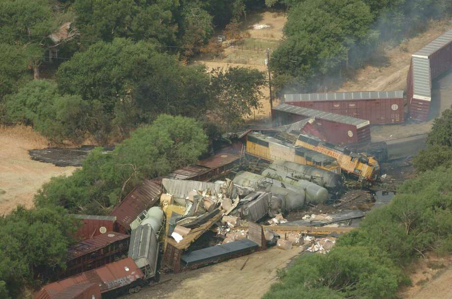 Chlorine gas fumes rise from a train derailment near Loop 1604 and Nelson Road in San Antonio on Monday, June 28, 2004. The gas released by the collision 10 years ago killed three people and sent 50 people to area hospitals, according to San Antonio Express-News archives. Photo: LISA KRANTZ, San Antonio Express-News / SAN ANTONIO EXPRESS-NEWS