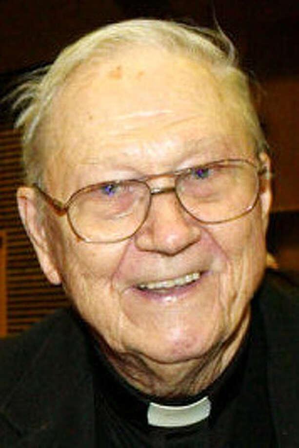 Auxiliary Bishop Bernard F. Popp died early Friday. / SAN ANTONIO EXPRESS-NEWS