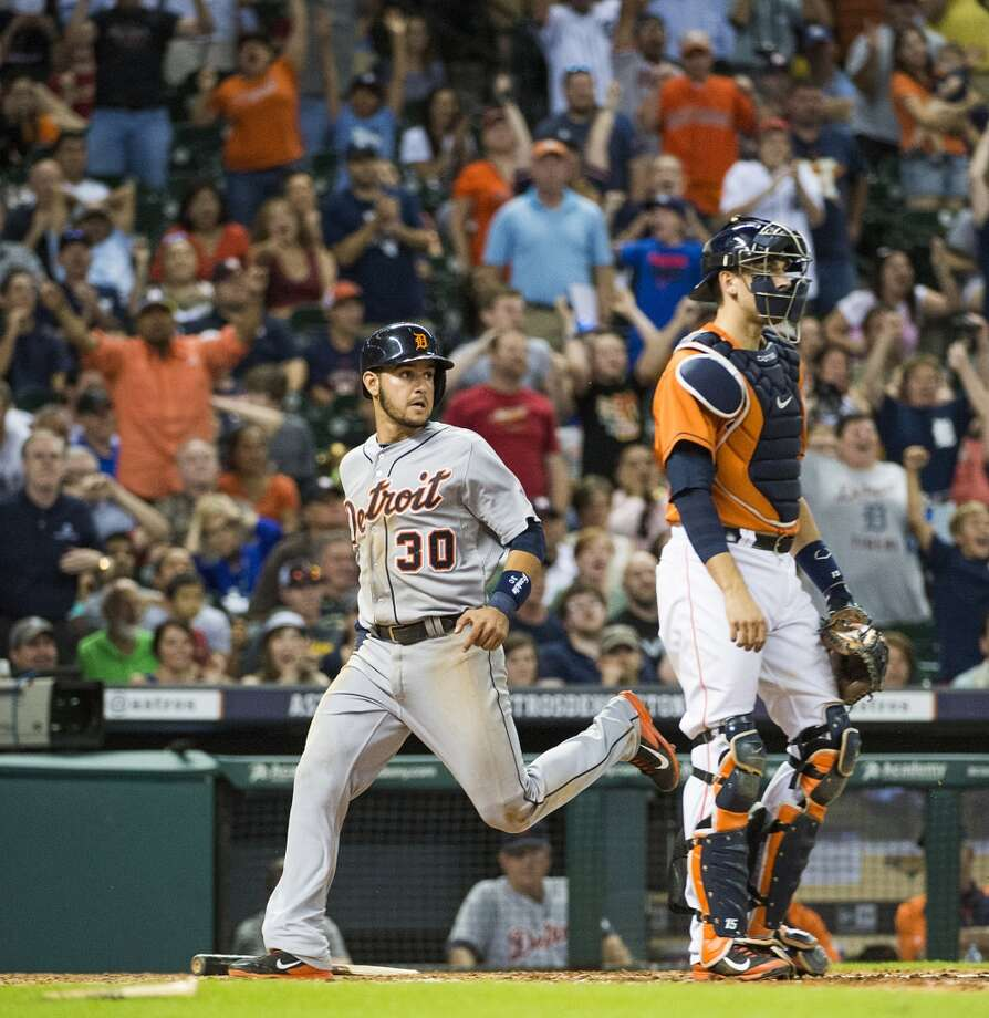 Tigers shortstop Eugenio Suarez scores during the eighth inning. Photo: Smiley N. Pool, Houston Chronicle