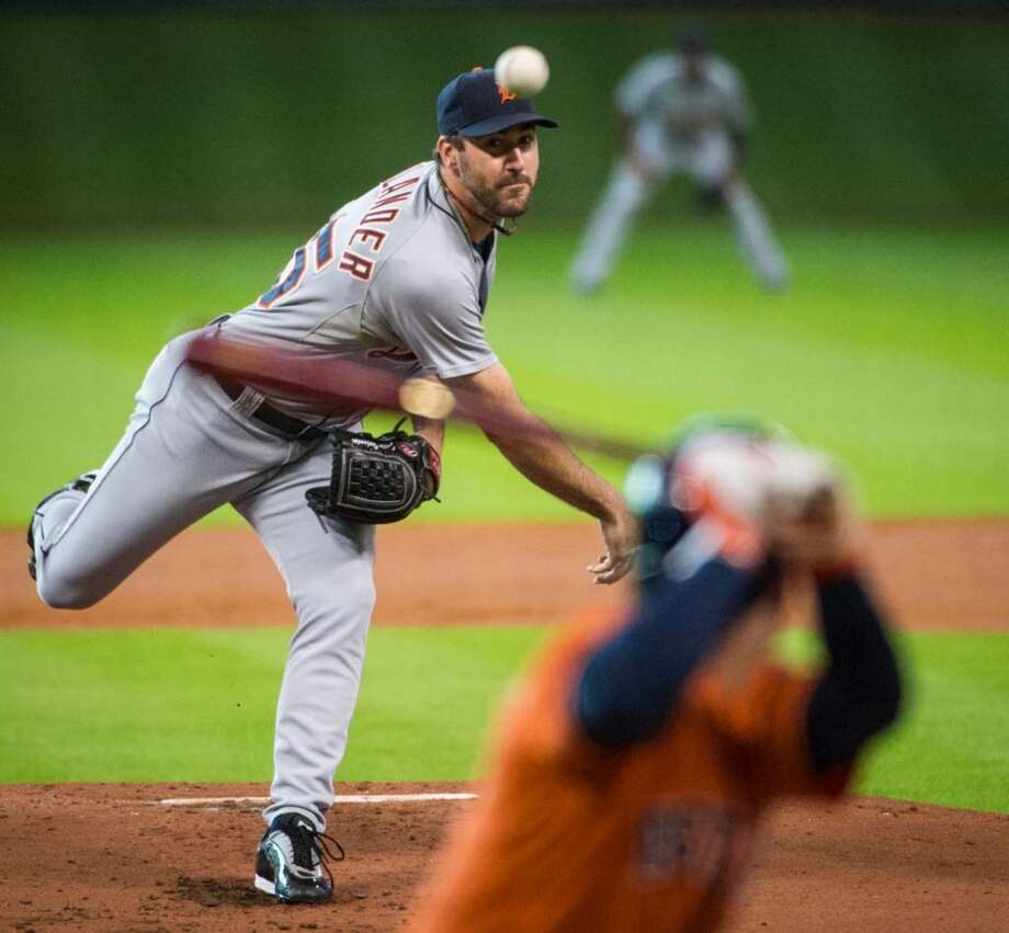 Tigers starting pitcher Justin Verlander delivers a pitch to Jose Altuve. Photo: Smiley N. Pool, Houston Chronicle