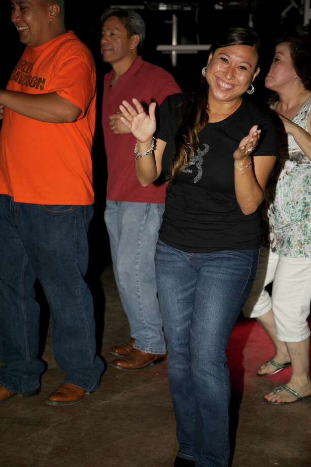 Locals got down to the sounds of Grupo Oro Friday night at VFW Post 76. Photo: By Xelina Flores-Chasnoff, For MySA