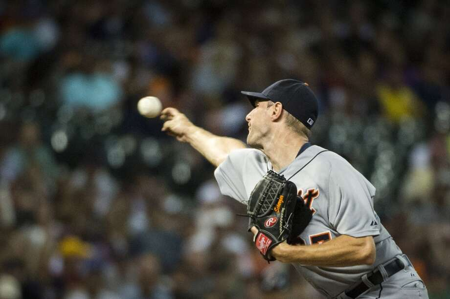 Tigers starting pitcher Max Scherzer delivers a pitch during the first inning. Scherzer struck out 13 batters in seven innings work. Photo: Smiley N. Pool, Houston Chronicle